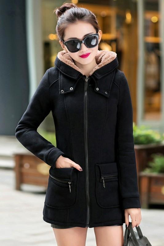 เสื้อกันหนาว พร้อมส่ง สีดำ ผ้าฟลีซ เนื้อหนาใส่แล้วอุ่นแน่นอนค่ะ มีซับใน ซิบรูด 2 ชั้น ใช้งานได้สะดวก แต่งฮูท อินเทรนสุดๆ สำหรับหนาวนี้