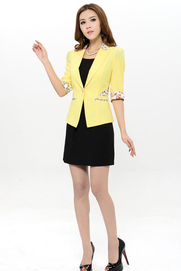 เสื้อสูทแฟชั่น พร้อมส่ง สีเหลือง แขนสามส่วน ดีเทลแขนพับ คอปก และ ช่วงเอว ด้วยผ้าลายดอกไม้ สีหวาน