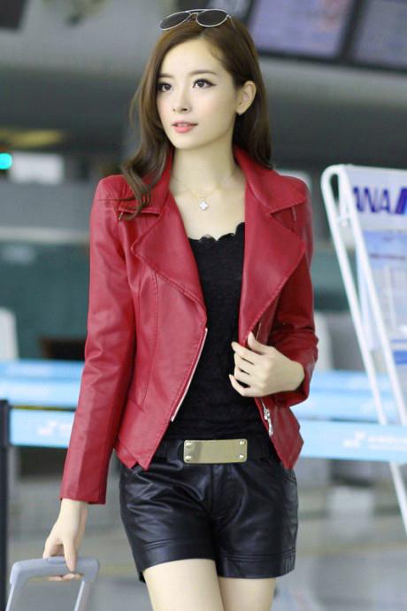 เสื้อแจ็คเก็ต เสื้อหนังแฟชั่น พร้อมส่ง สีแดง คอปกเก๋ หนังนิ่ม ใส่สบาย แต่งซิบตรงหัวไหล่เก๋ค่ะ