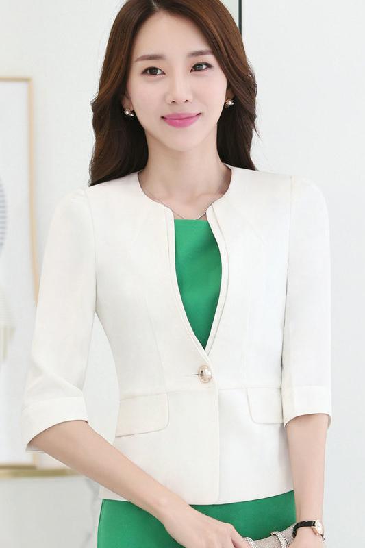 เสื้อสูทแฟชั่น เสื้อสูททำงาน เสื้อสูทสำหรับผู้หญิง พร้อมส่ง สีขาว คอวี แต่งขลิบเสื้อ ผ้าโพลีเอสเตอร์ 100 % เนื้อดี งานตัดเย็บเนี๊ยบ ใส่สบาย