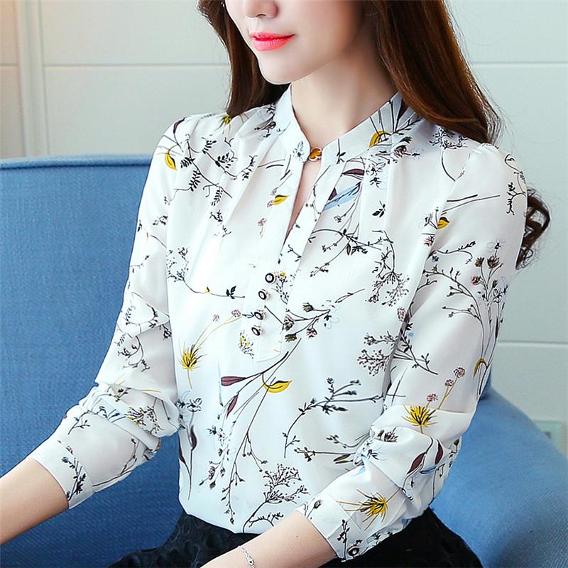 เสื้อเชิ้ตทำงาน เสื้อแฟชั่น สีขาว คอจีนจับกลีบ ลายดอกไม้สวย แต่งกระดุมช่วงคอเสื้อ เนื้อผ้า ลื่นๆใส่สบาย