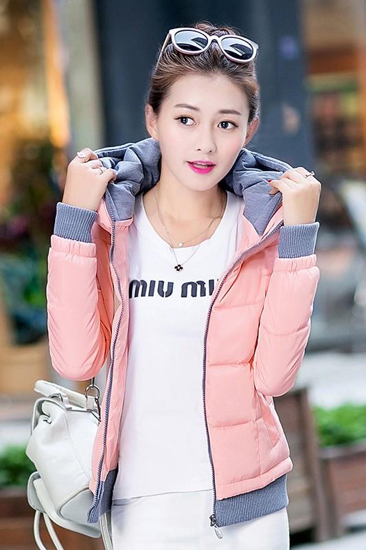 เสื้อกันหนาว พร้อมส่ง สีชมพู ผ้าร่ม กันลมหนาวได้ดีเลยค่ะ อุ่นมากๆ แบบซิบรูด มีฮูทสุดเท่ห์