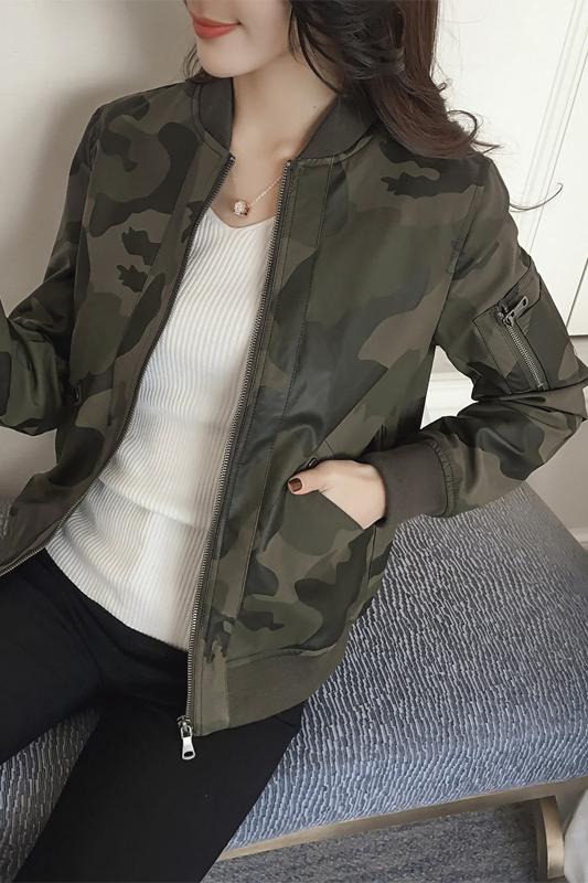 เสื้อแจ็คเก็ต เสื้อหนังแฟชั่น พร้อมส่ง สีเขียวขี้ม้า ลายทหารเก๋ แขนยาว จั้มช่วงเอวและแขนเสื้อ ซิบหน้า มีซับใน สุดเท่ห์สุดๆ