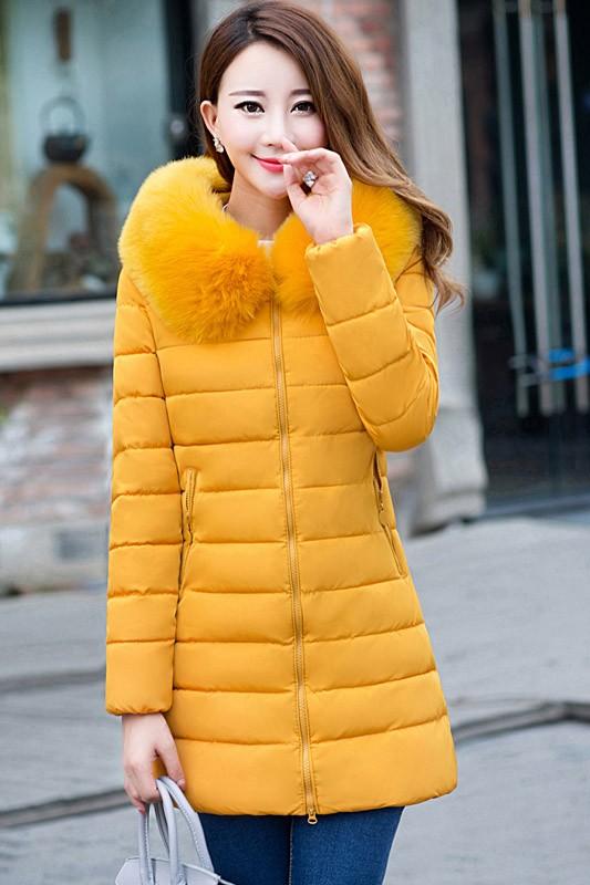 เสื้อโค้ทแฟชั่น พร้อมส่ง สีเหลือง ตัวยาวคลุมสะโพก สีสดใสมากๆ ผ้าร่ม กันลมหนาวได้ดีเลยค่ะ แต่งผ้าขนสัตว์ติดฮูทน่ารัก ลายทางเก๋ มีกระเป๋า มีซับในค่ะ ผ้าขนสัตว์สามารถถอดออกได้ค่ะ แฟชั่นมาใหม่สไตล์เกาหลี ใส่ขึ้นดอย หรือ ใส่เดินทางไปต่างประเทศได้สบายๆเลยค่ะ
