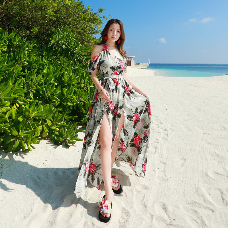 ชุดเดรสยาว MAXIDRESS พร้อมส่ง สีพื้นขาว ลายใบไม้สีเขียว ดอกไม้สีแดงสวย สายผูกคล้องคอ โชว์ไหล่เซ็กซี่