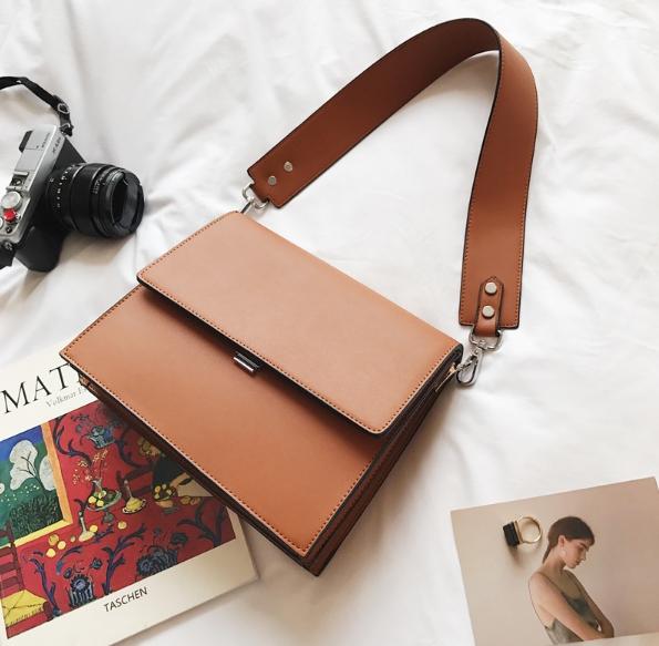 กระเป๋าสะพายข้างผู้หญิง Leather around สีน้ำตาล