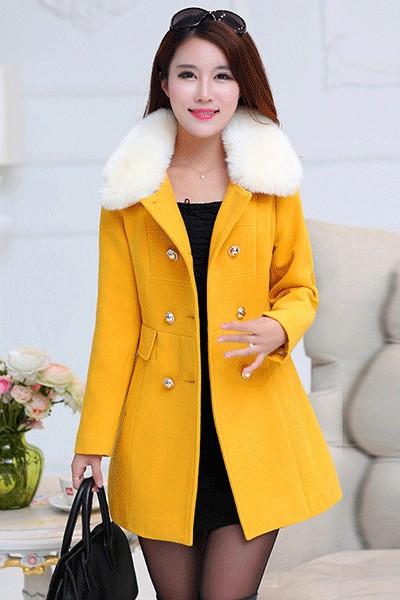 เสื้อโค้ทแฟชั่น พร้อมส่ง สีเหลือง ผ้า woolen แต่งช่วงเอวเก๋ ติดกระดุมคู่ 2 แถวเก๋ มาพร้อมกับผ้าขนสัตว์สีขาวแต่งคอเสื้อ งานสวยเหมือนแบบแน่นอนค่ะ