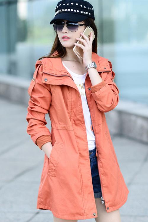 เสื้อโค้ท เสื้อกันหนาว พร้อมส่ง สีส้ม สีสวย ทรงเก๋ แต่งหัวไหล่เก๋ ตัวยาวคลุมสะโพก แบบซิบรูดเก๋ มีฮูทเท่ห์สุดๆ