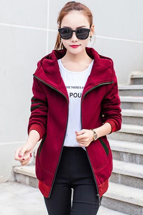 เสื้อกันหนาว พร้อมส่ง สีแดงอมม่วง แต่งตัดด้วยลายเส้นสีดำสุดเท่ห์ ใส่กันหนาวได้สบายเลยค่ะ งานสวยเหมือนแบบแน่นอนค่ะ