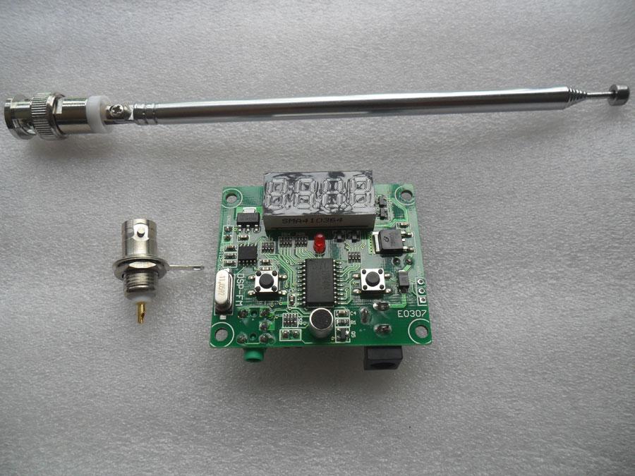 เครื่องส่ง FM ขนาดเล็กความถี่ 65-125MHz พร้อมเสาสไลด์