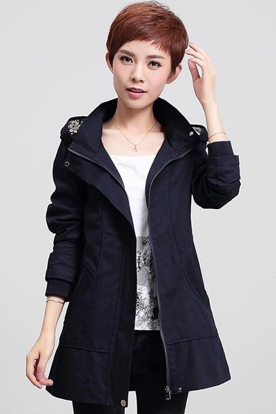 เสื้อกันหนาว พร้อมส่ง สีกรมท่า ตัวยาวคลุมสะโพก ดีเทลกระเป๋าเก๋ แบบซิบรูดเก๋ มีฮูทแต่งลายเก๋เท่ห์สุดๆ เสื้อตัวนี้หน้าหนาวปีนี้พลาดไม่ได้เลยค่ะ