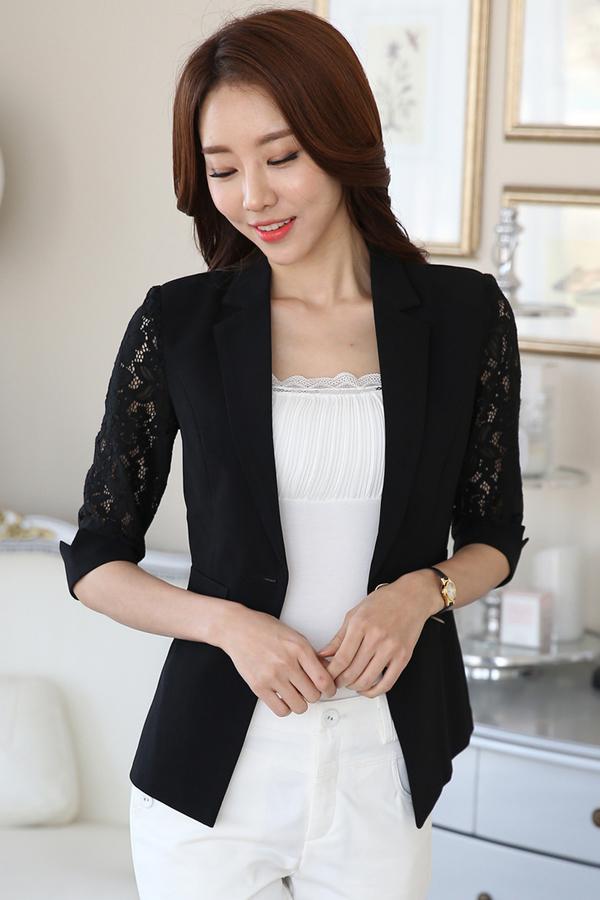 เสื้อสูทแฟชั่น เสื้อสูททำงาน เสื้อสูทสำหรับผู้หญิง พร้อมส่ง สีดำ ผ้าคอนตอน แต่งแขนด้วยผ้าลูกไม้