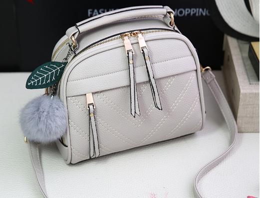กระเป๋าถือ Pretty bag สีเทาอ่อน