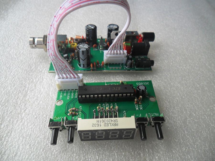 เครื่องส่ง FM ใช้ IC BH1415F + หน้าจอปรับความถี่ได้ละเอียด 0.1MHz (แบบบัดกรีแล้ว)