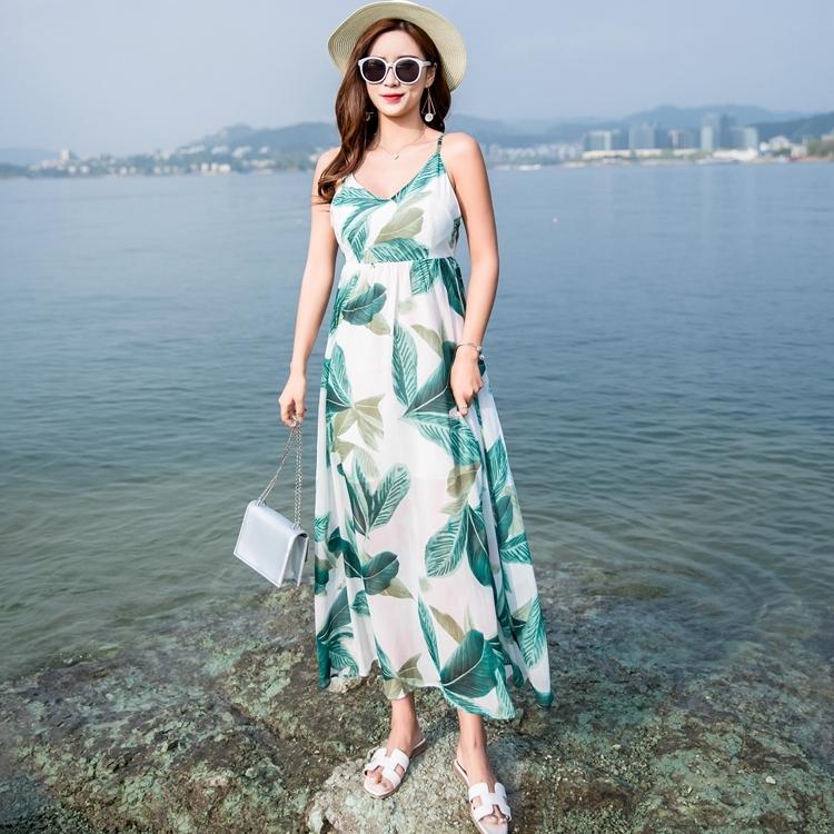 maxi dress ชุดเดรสยาว พร้อมส่ง สีพื้นขาว ลายใบไม้สีเขียว คอวีลึก สายเดี่ยว เอวล็อคผู้เชือกด้านหลัง สวยมากๆค่ะ ใส่สบาย
