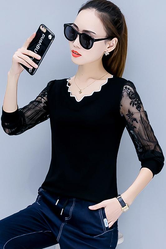 เสื้อไหมพรม พร้อมส่ง สีดำ คอวีแต่งหยักขลิบสีขาว แต่งแขนด้วยผ้าลูกไม้ แขนยาว น่ารักๆ