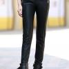 กางเกงแฟชั่น พร้อมส่ง สีดำ เอวต่ำ หนังด้าน มีความยืดหยุ่นได้นิดหน่อยค่ะ ขายาวเดฟเข้ารูป สุดเท่ห์
