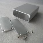 กล่องอลูมิเนียมสีเงินขนาด 27 X 66 X 100 mm