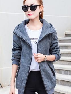 เสื้อกันหนาว พร้อมส่ง สีเทา แต่งตัดด้วยลายเส้นสีดำสุดเท่ห์ ใส่กันหนาวได้สบายเลยค่ะ งานสวยเหมือนแบบแน่นอนค่ะ