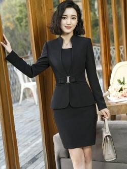 ชุดสูททำงาน และ กระโปรง กางเกง ชุดเดรส : ชุดสูททำงาน เซ็ตคู่ เสื้อสูทสีดำ คอวี แขนยาว แต่งช่วงเอวทรงเรียบหรู เข้าชุดกับ กระโปรง กางเกง ชุดเดรส