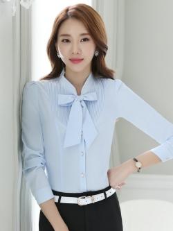เสื้อเชิ้ตทำงาน เสื้อแฟชั่น สีฟ้าอ่อน แต่งจับจีบช่วงคอเสื้อ คอจีนแต่งผูกโบว์น่ารัก แขนยาว เนื้อผ้า ลื่นๆใส่สบาย