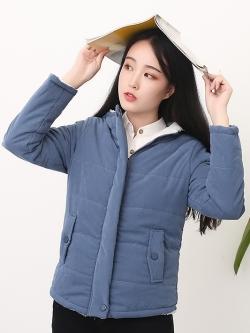 เสื้อกันหนาว พร้อมส่ง สีน้ำเงิน กระดุมแป๊ะหน้า รูดซิบ มีฮูท ด้านในบุด้วยผ้าขนนุ่มๆ อุ่นแน่นอนค่ะ