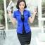 ชุดสูททำงาน เซ็ตคู่ เสื้อสูทสีน้ำเงิน แขนสั้น คอวีแต่งขลิบสีดำ แบบตะขอเกี่ยว ตัดเย็บช่วงเอวเก๋ เข้าชุดกับ กระโปรงทรงเอสีดำ thumbnail 5