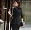 เสื้อสูทแฟชั่น พร้อมส่ง เสื้อสูท สีดำ แต่งขลิบสีดำเก๋ แขนสีส่วนแต่งด้วยผ้ามุ้งหยุ่นๆ ตัวยาวคลุมสะโพก ดีเทลกระดุมสุดเก๋ thumbnail 3