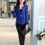 เสื้อสูทสีน้ำเงินแต่งขริบสีดำข้างเดียวเก๋ ดีเทลแขนพับสุดเท่ห์ คอวีลึกติดกระดุมเม็ดเดียว กางเกงขายาว สีดำทรงสวยค่ะ thumbnail 2